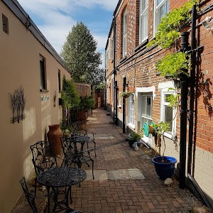 Image of a nice courtyard at the Newport Quay Hotel