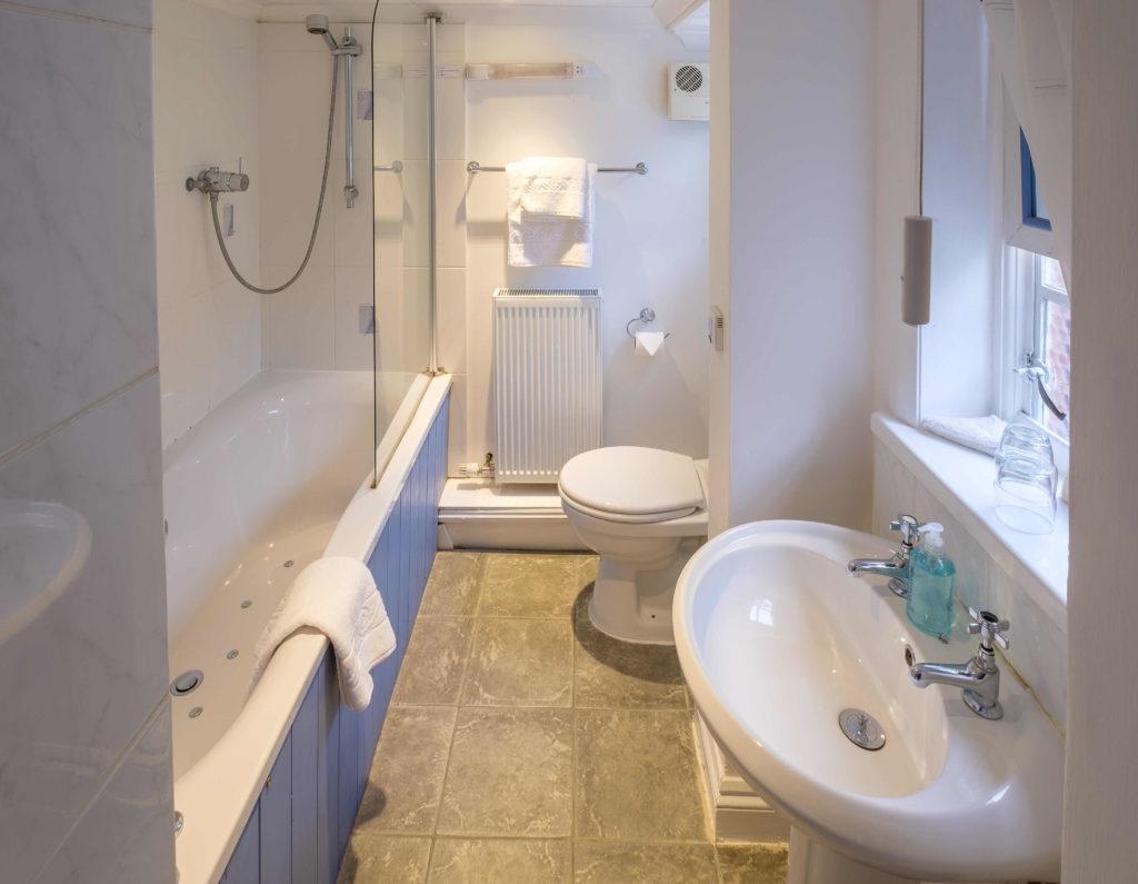 Newport Quay Hotel Room 11 Bathroom