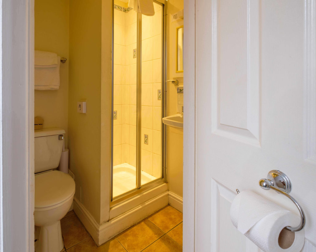 Newport Quay Hotel Room 5 Bathroom
