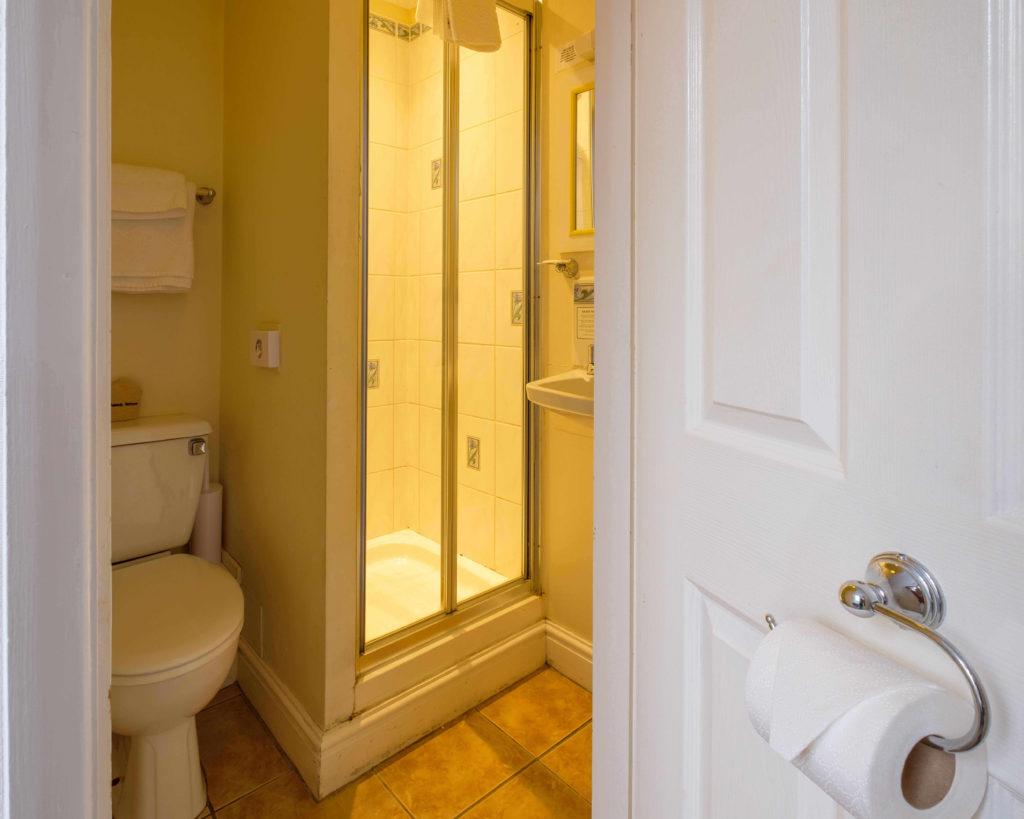 Newport Quay Hotel Room 7 Bathroom