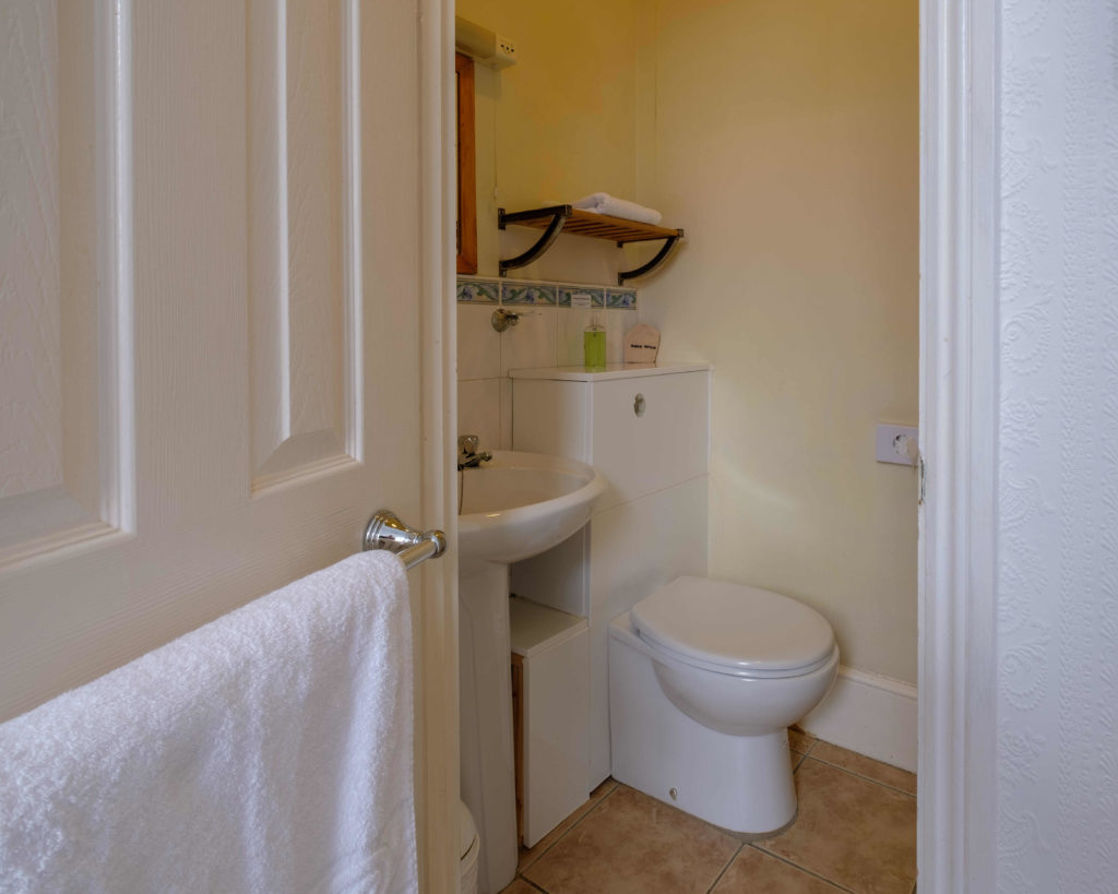 Newport Quay Hotel Room 8 Bathroom